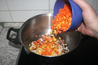 17 - Add diced carrots / Möhrenwürfel hinzufügen