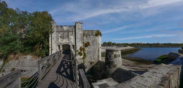 Une entrée des remparts de La Rochelle...