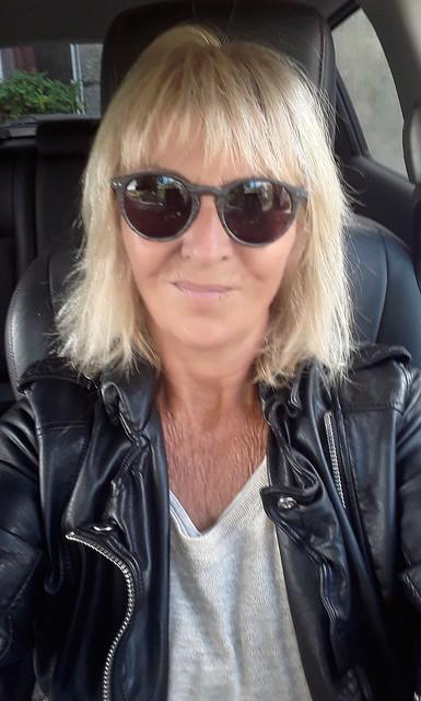 Me... Have an happy weekend ! Bonne fin de semaine!