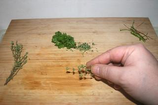 09 - Pick parsley & thyme from stalks / Petersilie & Thymian von Stielen zupfen