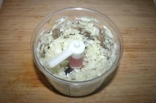 08 - Dice onion / Zwiebel würfeln