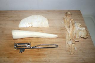 05 - Peel parsnip & celeriac / Pastinake & Sellerie schälen