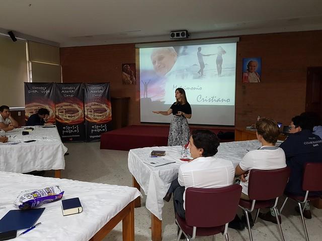 Andrea Cobos imparte sesiones sobre Teología del Cuerpo