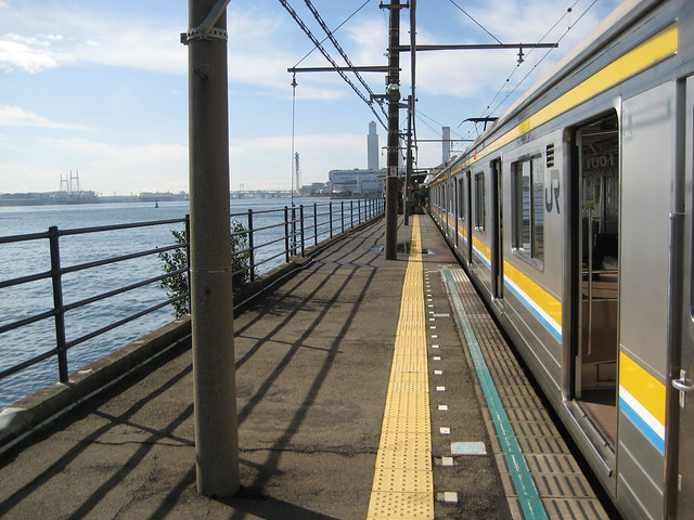 Umishibaura_Station_Platform