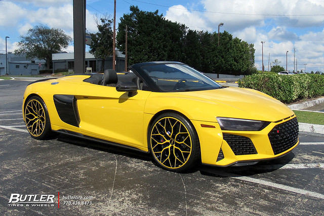 Audi R8 Spyder with 21in Vossen HF-2 Wheels and Michelin Pilot Sport 4S Tires 1