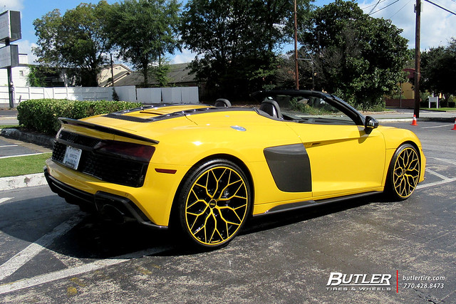 Audi R8 Spyder with 21in Vossen HF-2 Wheels and Michelin Pilot Sport 4S Tires 3