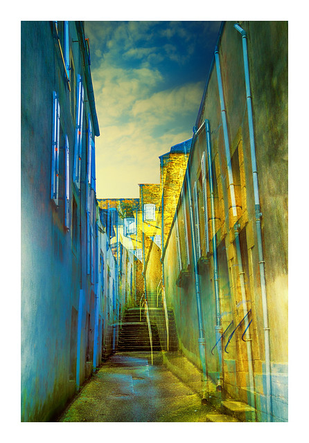 La ruelle à l'escalier - The alley to the stairs