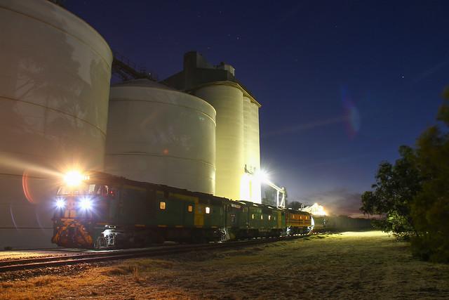 Loading grain at Geranium