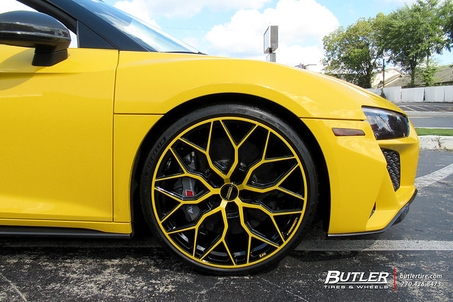 Audi R8 Spyder with 21in Vossen HF-2 Wheels and Michelin Pilot Sport 4S Tires 4