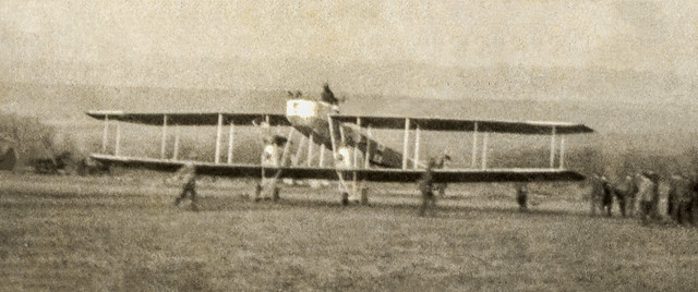Detail scan of the previous picture showing the twin-engined Gotha-Ursinus G.I bomber [Germany, 1915]