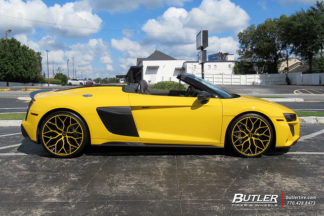 Audi R8 Spyder with 21in Vossen HF-2 Wheels and Michelin Pilot Sport 4S Tires 2