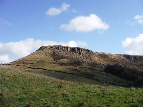 Castle Naze from road up to walk route from The Beehive Inn SWC 384 - Buxton Circular via Combs Moss [Descent to the Beehive Inn]