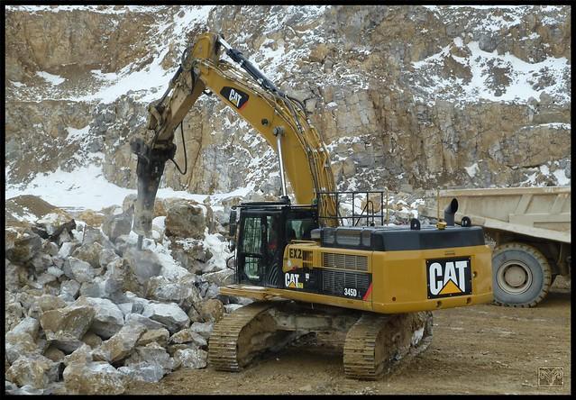 Pop Breaking,Cat EX2 345D Backhoe,Derbyshire.