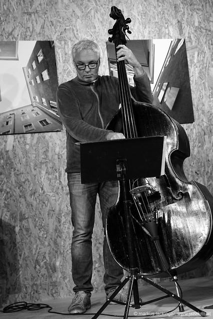 Oliver Steger: double bass