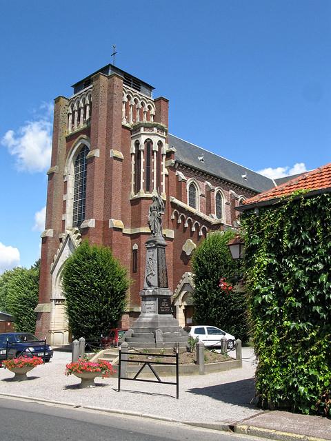 Fressenneville (église et monument-aux-morts) • 8042