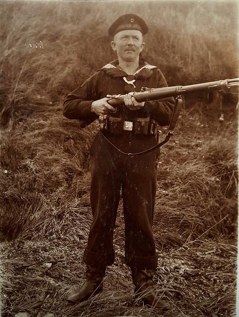 Sailor belonging to the Matrosen.Division striking a pose with his Gewehr 98