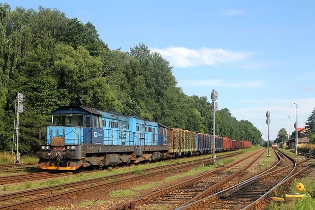 ČDC 742 077-1 en 742 316-3 in Kunčice nad Labem op 15 juli 2021