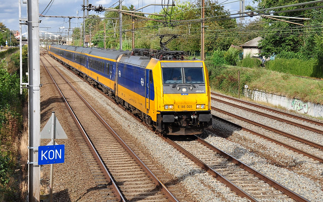 IC Amsterdam naar Brussel-Zuid @ Kontich