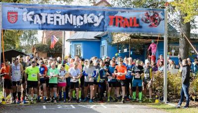 Kateřinický trail po roční covidové pauze hostil na tři stovky běžců