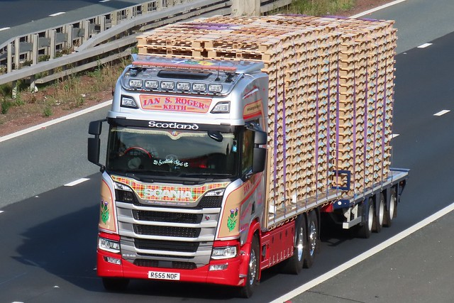 Ian S Roger, Scania R540 (R555NOF) On The A1M Southbound