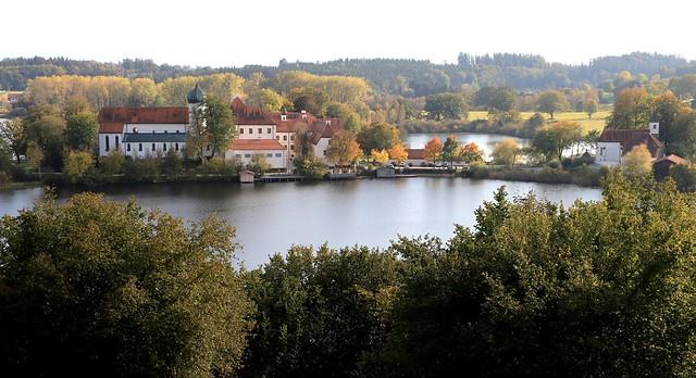 Tausend Jahre altes Kloster an einem goldenen Oktobertag - Tousand-year-old monastery on a golden Oktober day (Seeon/Oberbayern- Upper Bavaria)