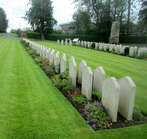 Lines of Polish War Graves, Jeanfield and Wellshill Cemetery, Perth