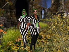 BEETLE JUICE TWINS MOTHER AND DAUGHTER