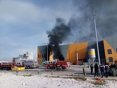#roja Se registra incendio en empresa ubicada sobre la carretera estatal 100 en el municipio de Colu00f3n; atienden servicios de emergencia