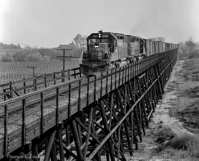 SP westbound with 5309 and 8863 on the Merced River Trestle