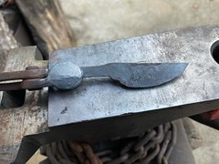 Here's another little blade I forged out the other day and I started on another one but had to cut it short because a thunderstorm moved in. . . #forging #forgingknives #forginghotsteel #forgedtoshape #hammeringhotsteel #bladesmith #bladesmithing