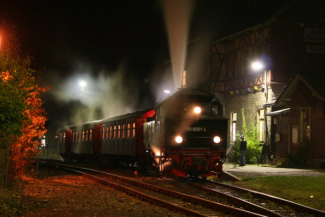 2009-10-29; 0114. HSB 99 6001-4 met trein 8966. Harzgerode.