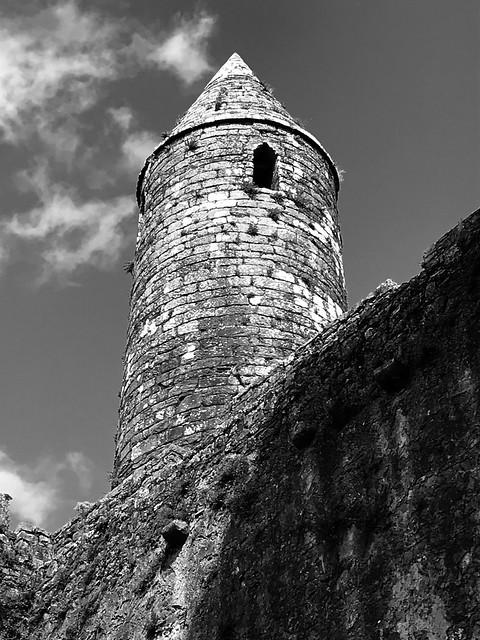 Túr cruinn a tógadh thart ar an mbliain 1100 - Carraig Phádraig, Caiseal