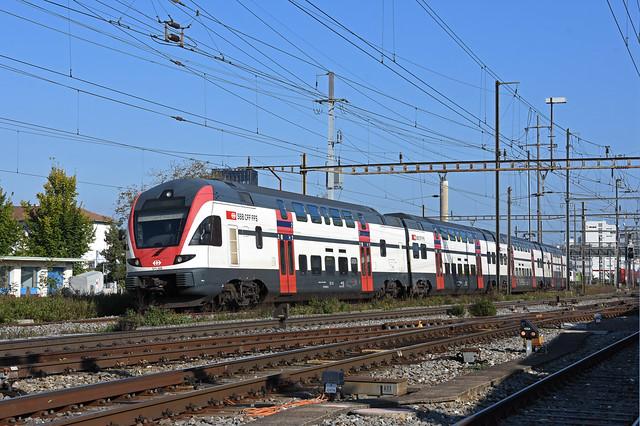 RABe 511 109 durchfährt am 15.10.2021 den Bahnhof Pratteln.