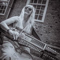#bobbiandleesphotoadventures with #musicmonday - #buskers in #boston #chasinglight #toldwithexposure #portraits #guitar #environmentalportrait #lutheiery #nyckelharpa #hurdygurdy #gitarakustic #chitarra #justgoshoot #justbackfrom #followmeto #fujixt3 #vel