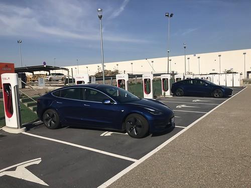 Supercargador de Tesla en Zaragoza (uno de nuestros habituales)