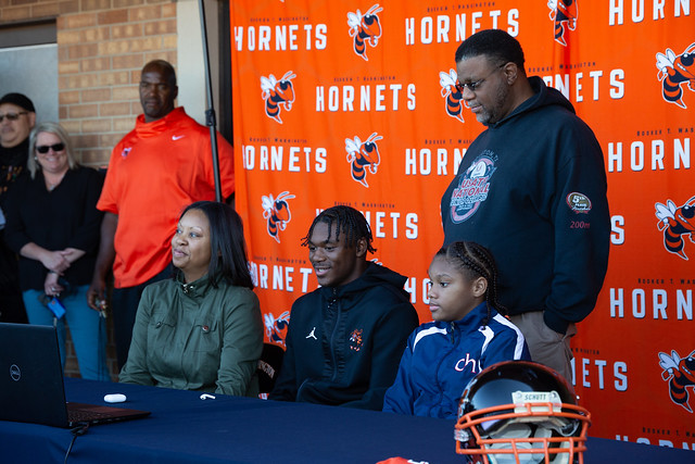 Gentry Williams Signs with OU