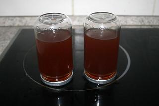 14 - Homemade vegetable broth - Desinfekt lid by turn glasses on top / Hausgemachte Gemüsebrühe - Umgedreht aufstellen um Deckel zu desinfizieren