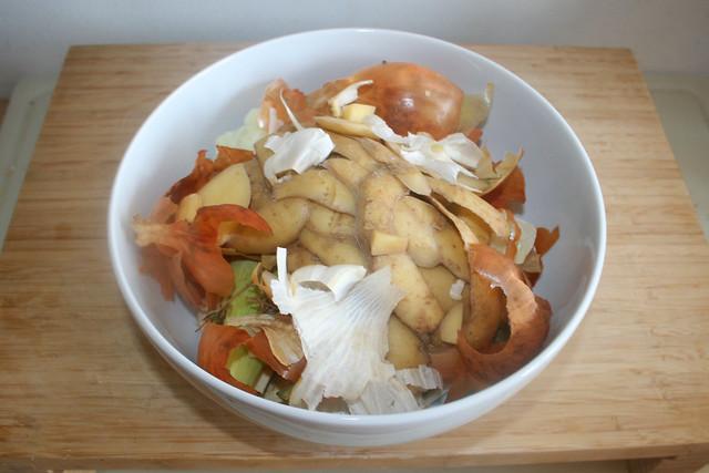 01 - Vegetable food scrapings / Übrige gebliebene Küchenabfälle vom Gemüse