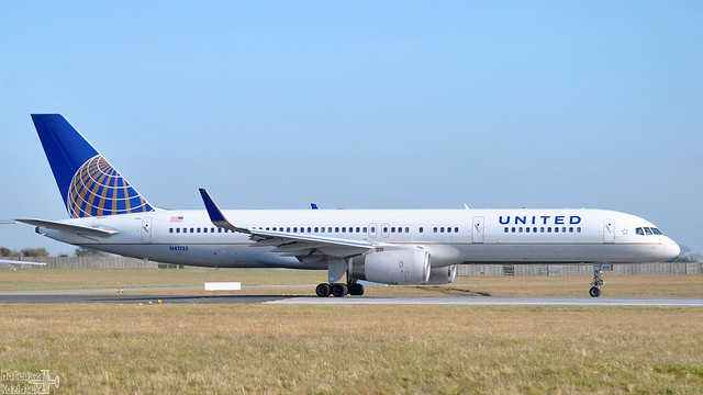 United Airlines 🇺🇸 Boeing 757-200 N41135