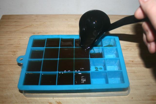 15 - Homemade vegetable broth - Freeze broth as ice cubes / Hausgemachte Gemüsebrühe - Restliche Brühe als Eiswürfel einfrieren