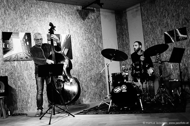Oliver Steger: double bass / Raphael Keuschnigg: drums