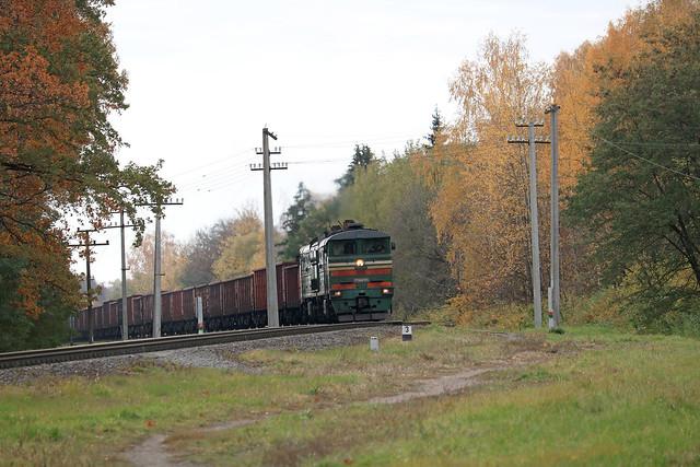 Тепловоз 2ТЭ10МК-3355 с грузовым составом на перегоне Буйничи/Могилёв-2.