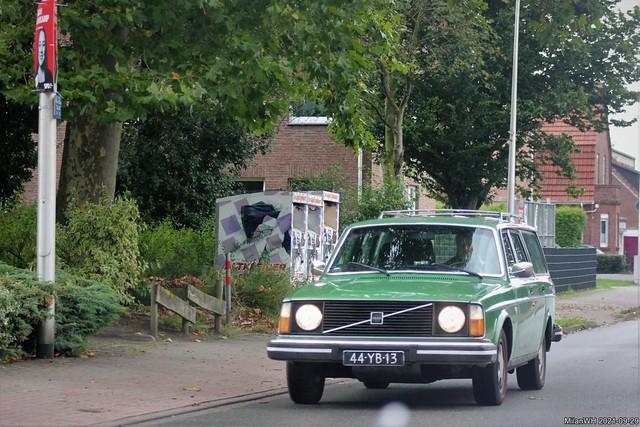 Volvo 245 1976 (44-YB-13)