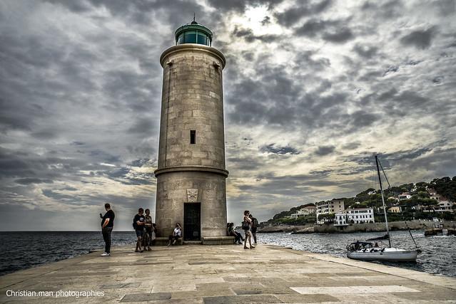 ciel menaçant sur le phare de Cassis