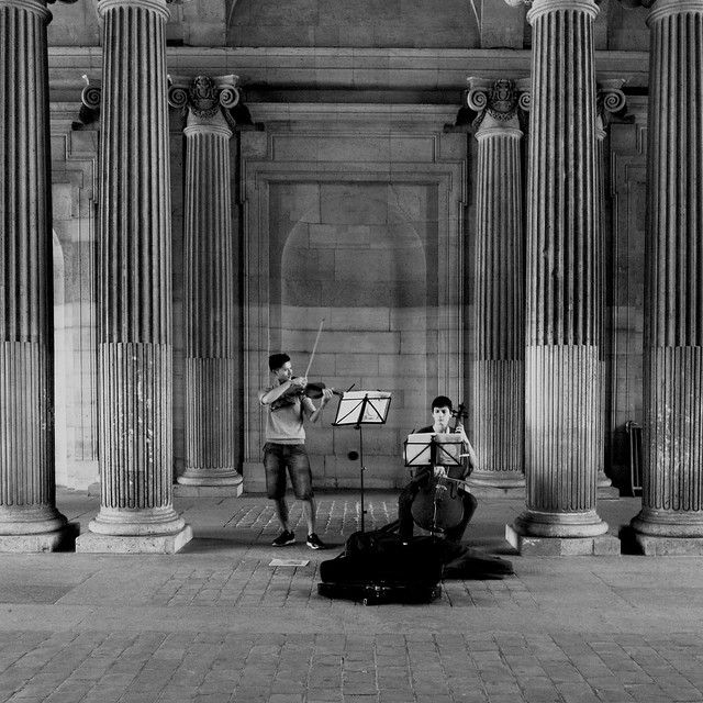 Paris Louvre Music