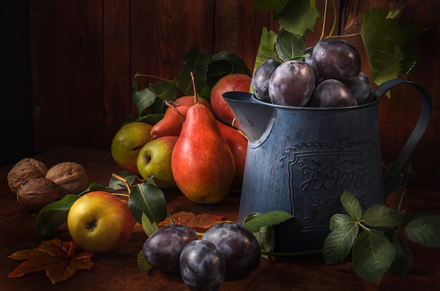 ripe pears and other fruits
