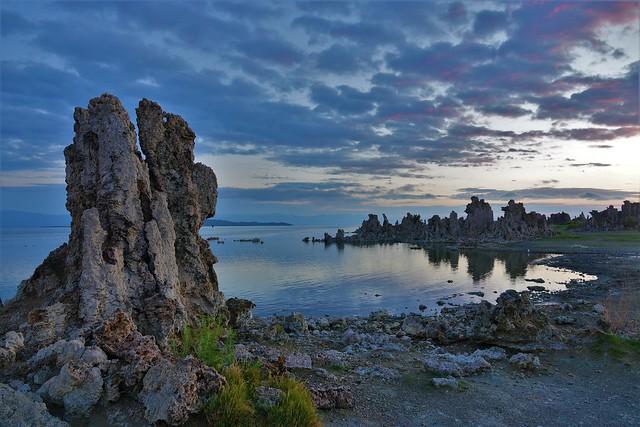 Surreal beauty of Mono Lake Tufa