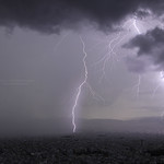 12. Oktoober 2021 - 7:30 - Afternoon storm with a triple lightning strike on city's center, as the rain approaches. Canon 5dmk4, Sigma Art 14 mm, f/2.8, NiSi ND nano filter 64, iso 100. Athens, Greece, Oct. 11, 2021.  Photography and Licensing: doudoulakis.blogspot.com/  My books concerning natural phenomena / Τα βιβλία μου σχετικά με τα φυσικά φαινόμενα αλλά και βιβλία για φοιτητές: www.facebook.com/TaFisikaFainomena/