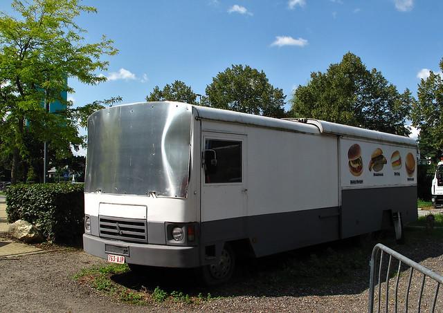 Peugeot J9