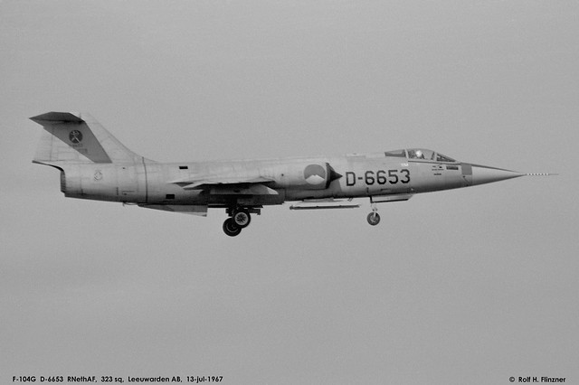 1967_0713_Leeuwarden, F-104G D-6653_323 sq_grey_special badge_N0138004_© Rolf Flinzner